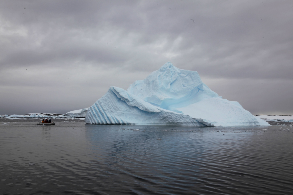 A selection of differnet icebergs from Pleneau